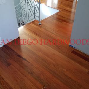 Encinitas wood floor refinishing contractor. Dust free service and repairs